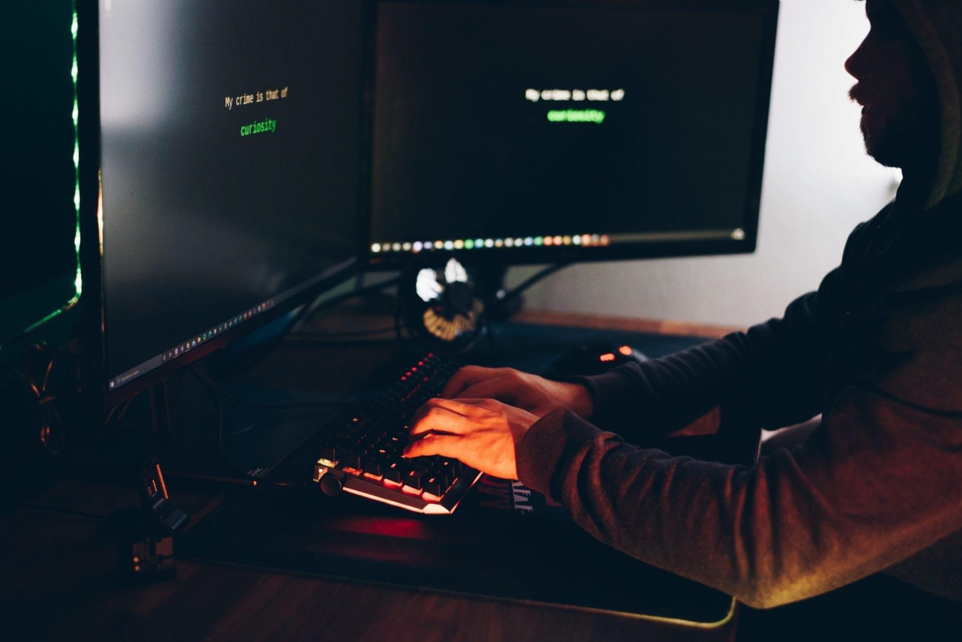 cyberbezpieczeństwo-haker