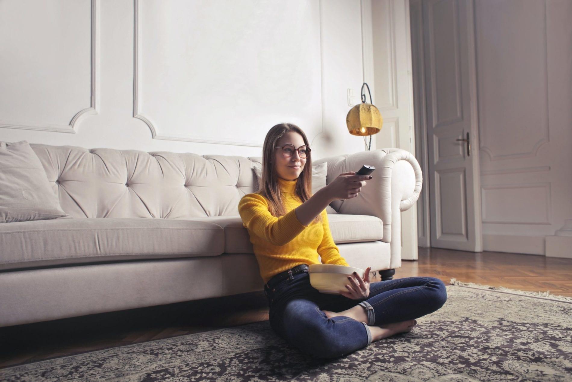 telewizja - kobieta - oglądać