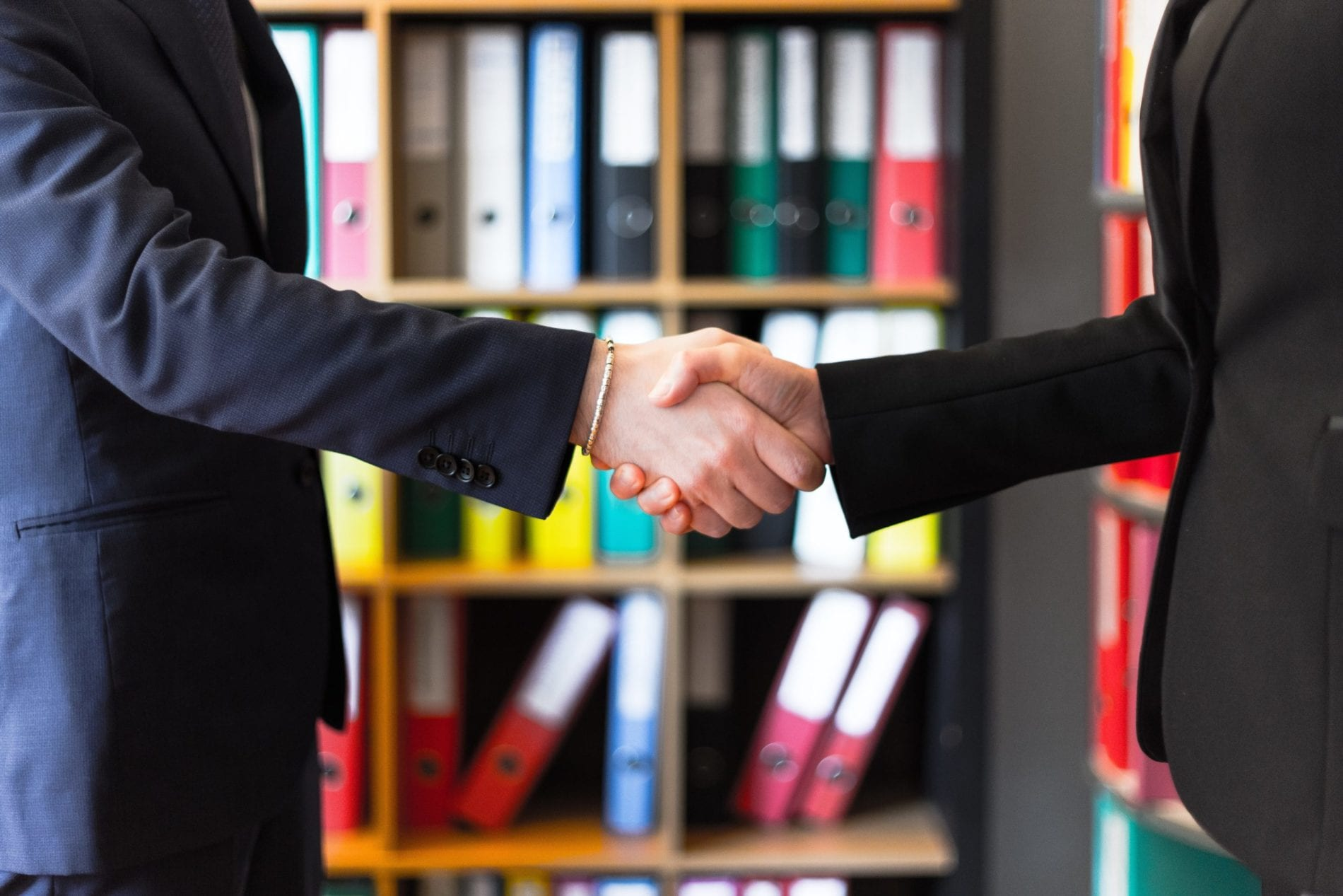 uścisk dłoni - umowa
